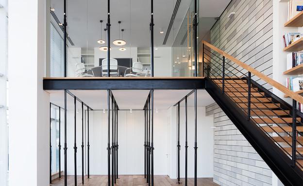 משרדים03, שימוש באלמנטים וחומרים מעולם הבנייה (צילום: אביעד בר נס)