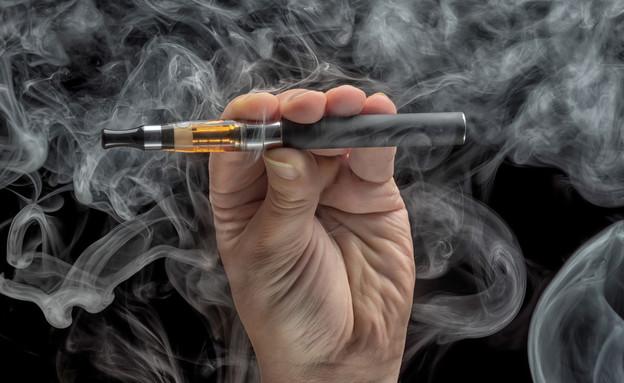 סיגריה אלקטרונית (צילום: Oleg GawriloFF, shutterstock)