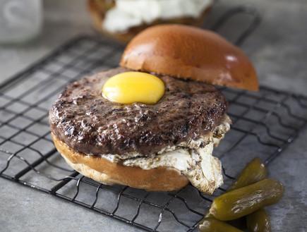 המבורגר עם ביצת עין