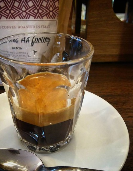 כוס קפה (צילום: מיכל לויט, אוכל טוב)