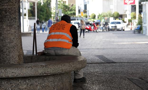 העובדים החלשים לא זוכים לפירות. אילוסטרציה (צילום: חדשות 2)