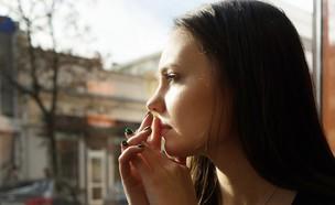 בחורה מהורהרת (צילום: Shutterstock, מעריב לנוער)