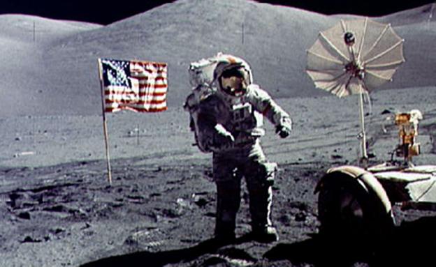 סרנן בנחיתה על פני הירח (צילום: רוירטס)
