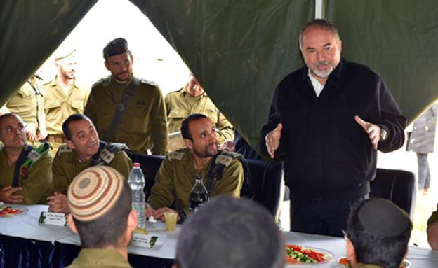 """ליברמן ואל""""מ חזות (צילום: אריאל חרמוני, משרד הביטחון)"""