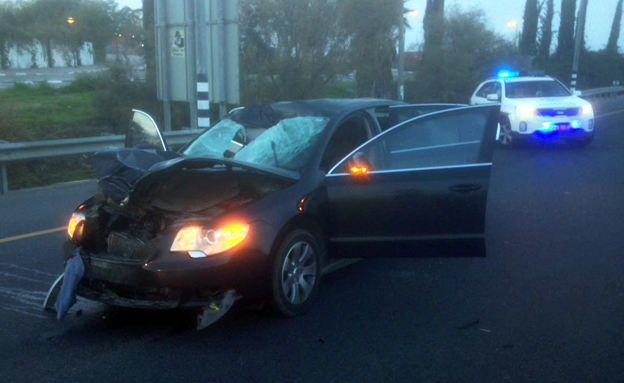 תאונת הדרכים הקטלנית בכביש 40 (צילום: דוברות המשטרה)