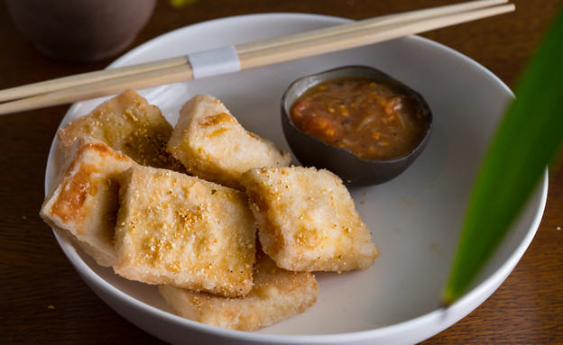 אסיה - כריות חומוס (צילום: דרור עינב, אוכל טוב)