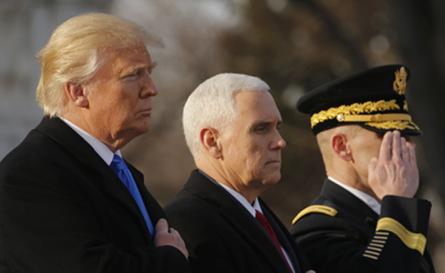 נערכים להשבעה: טראמפ ופנס (צילום: רויטרס)