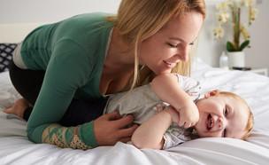 אמא מדגדגת  (צילום: Shutterstock)