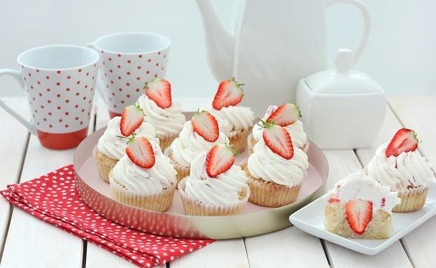 קאפקייקס דאבל תות (צילום: ענבל לביא, אוכל טוב)