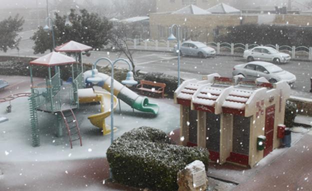 שלג בגוש עציון (צילום: גרשון אלינסון פלאש 90)