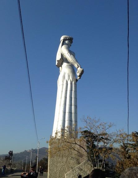 פסל אמא גיאורגיה