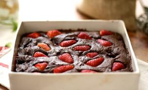 עוגת שוקולד ותותים  (צילום: קרן אגם, אוכל טוב)