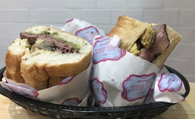 הסנדוויצ'ייה של יום טוב - כריך רוסטביף (צילום: יעל קישיק, אוכל טוב)