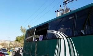 אוטובוס מנופץ בעופרה (צילום: חדשות 2)