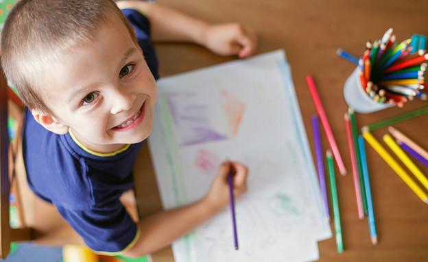 ילד מצייר (צילום: ShutterStock)