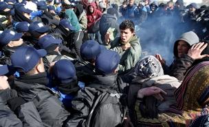 """מתנגדים בפינוי עמונה"""" (צילום: רויטרס)"""