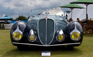 מכונית דלאיה קבריולט מוצגת בתערוכת מכוניות יוקרה באנגליה (צילום: Ben Pruchnie, GettyImages IL)