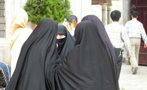 מוסלמיות בבורקה (צילום: חדשות 2)