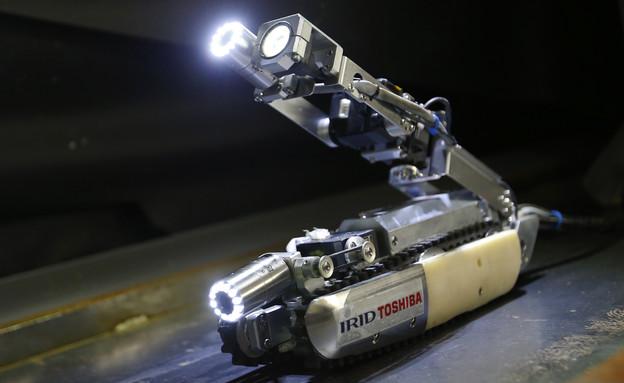 רובוט העקרב של טושיבה (צילום: Sakchai Lalit   AP)