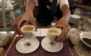 קפה הפוך אילוסטרציה (צילום: רויטרס)