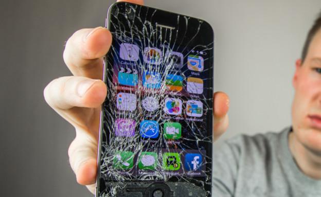 אייפון שבור (צילום: ShutterStock)