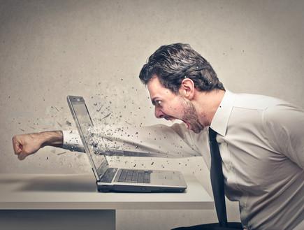 גבר כועס (צילום: Shutterstock)