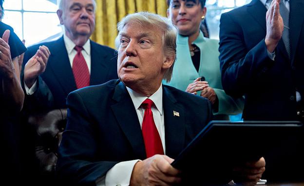 דונלד טראמפ חותם על צו נשיאותי בבית הלבן (צילום: Andrew Harrer, GettyImages IL)