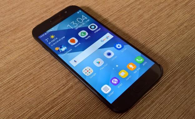 סמארטפון גלקסי A5 מודל 2017 של סמסונג (צילום: יאיר מור, NEXTER)