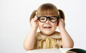 ילדה משקפיים (צילום: Serhiy Kobyakov, Shutterstock)
