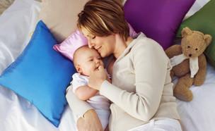 אמא ותינוק בבית1 (צילום: THINKSTOCK)