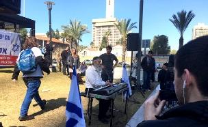 אריאל זילבר מחוץ לבית הדין (צילום: חדשות 2)