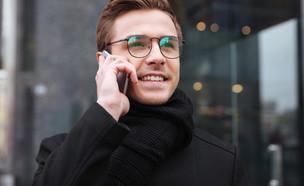 בחור עם משקפיים (צילום: Dean Drobot, Shutterstock)