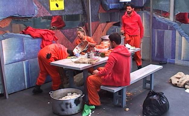 האסירים עובדים  (צילום: האח הגדול 24/7)