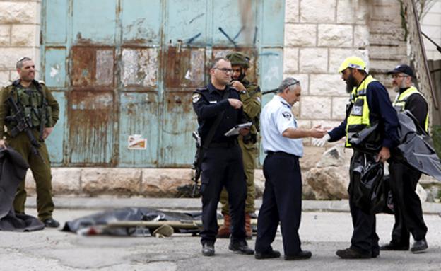 זירת הפיגוע בחברון (צילום: רויטרס)