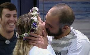 אביחי ומעיין: טקס הנשיקה (צילום: מתוך האח הגדול 8 , שידורי קשת)