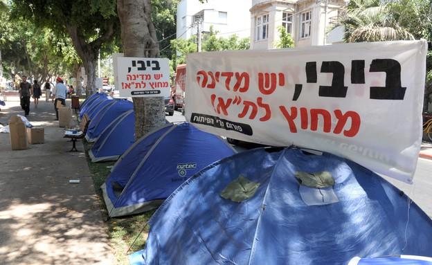 """מחאת הצדק החברתי בתל אביב, לאורך שדרות רוטשילד, יולי 2011 (צילום: משה מילנר, לע""""מ)"""