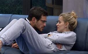 אורנה ודן על הספה (צילום: האח הגדול 24/7)