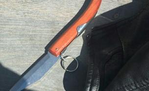 הסכין שנתפסה על גופו של החשוד (צילום: דוברות המשטרה)