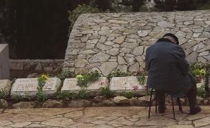 """החלקה לחללים שמקום קבורתם לא נודע בהר הרצל (צילום: אבי אוחיון, לע""""מ)"""
