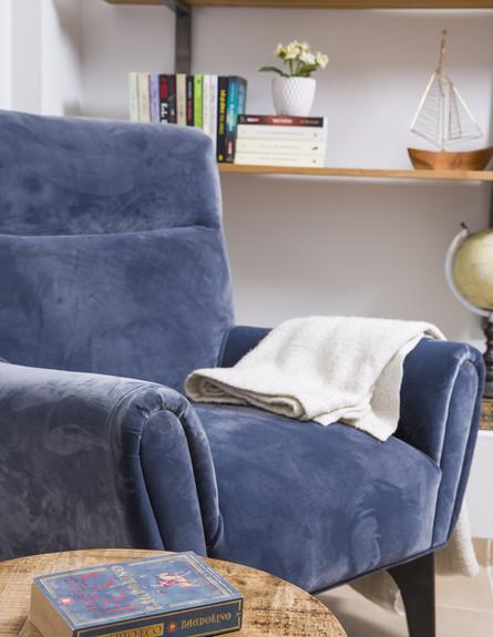 18 כורסא בכחול-סגול עמוק ושקט עיצוב אורית כהן יבלונקה (צילום: עידן גור)
