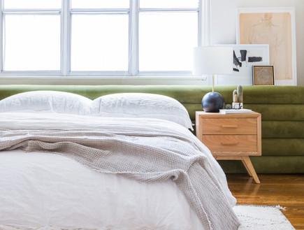 07 מיטה מרופדת בקטיפה ירוקה