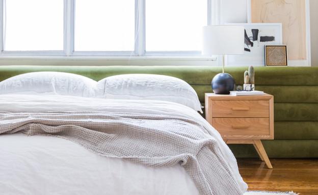 07 מיטה מרופדת בקטיפה ירוקה  (עיצוב: Brady Tolbert)