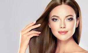 אישה עם שיער חלק (צילום: Shutterstock)