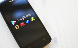 """""""גוגל פליי"""", חנות התכנים של גוגל, על סמארטפון (צילום: ShutterStock)"""