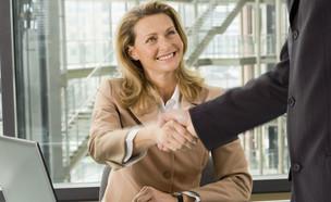 אישה בעבודה (צילום: realsimple.com)