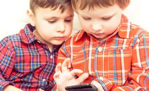סמארטפון וילדים (צילום: ShutterStock)