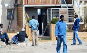 עובדים זרים באשקלון (צילום: Shutterstock)