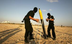 פעילי טרור מתכוננים לשיגור (צילום: Abid Katib, GettyImages IL)