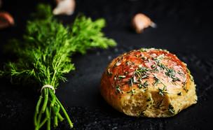 לחמניות בריוש עם חמאת שום שמיר (צילום: אמיר מנחם, אוכל טוב)