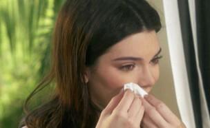קנדל ג'נר בוכה (צילום: צילום מסך E!)